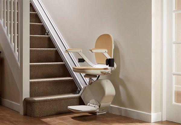 c'est une photo d'un monte escalier droit confort plus acorn
